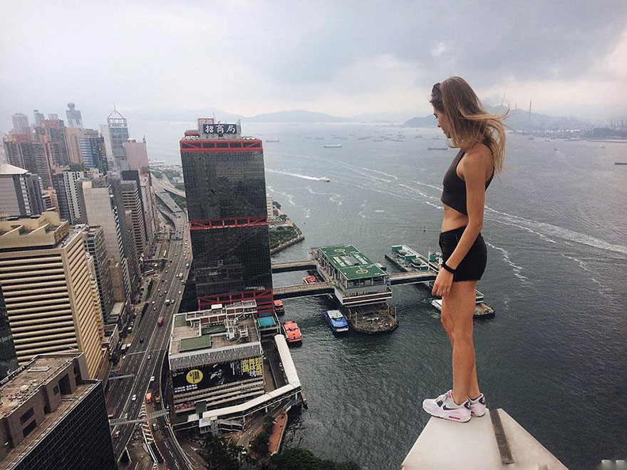 roof-climbing-girl-dangerous4.jpg