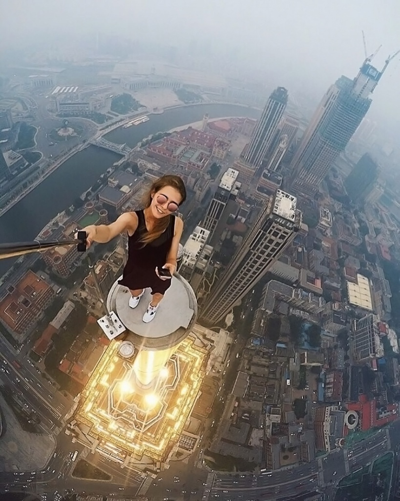 roof-climbing-girl-dangerous1.jpg