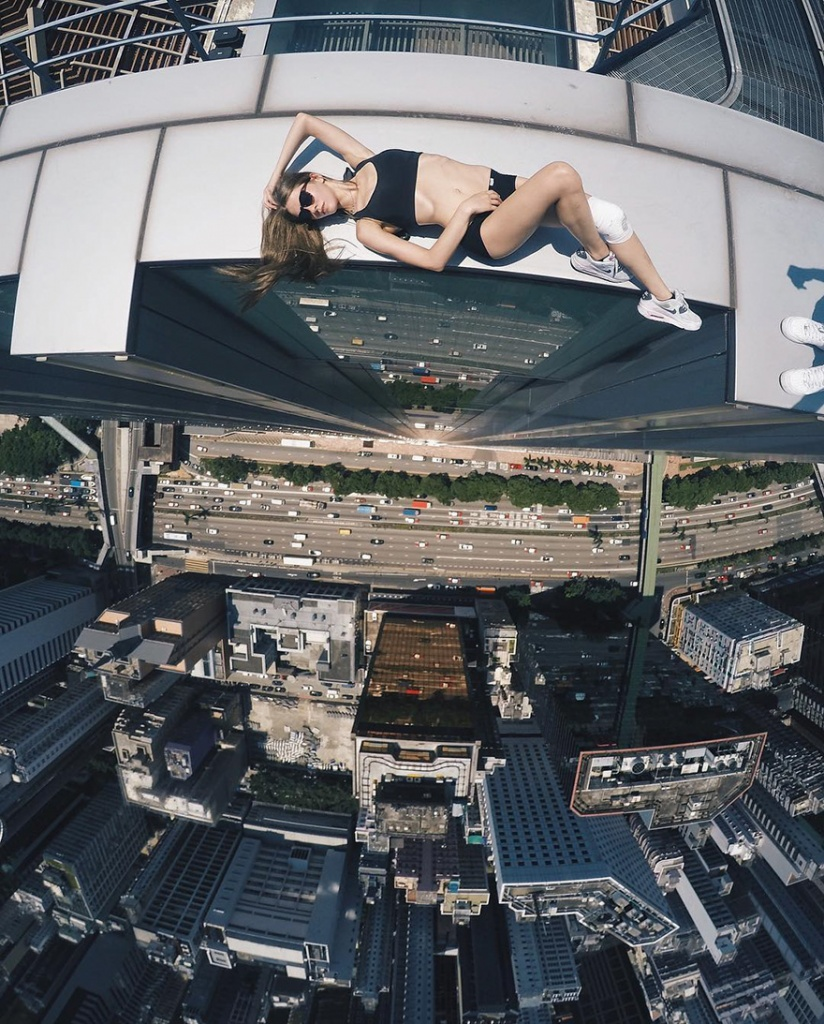 roof-climbing-girl-dangerous2.jpg