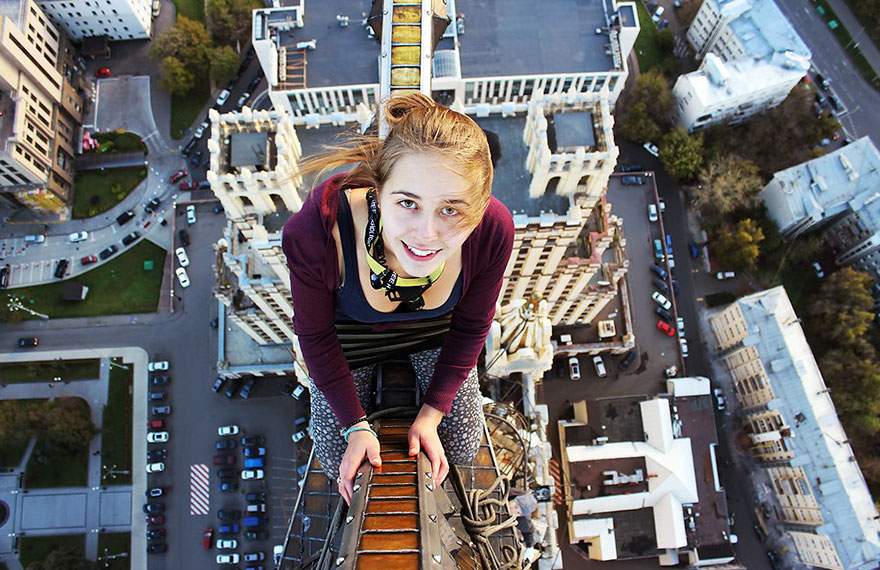 roof-climbing-girl-dangerous8.jpg